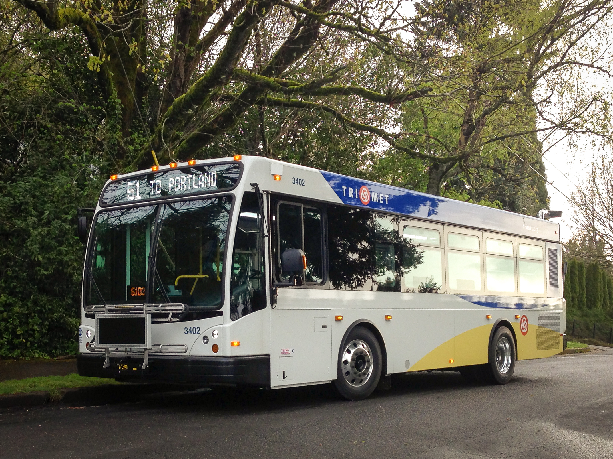 new 30-foot trimet buses are now in service in areas with tighter